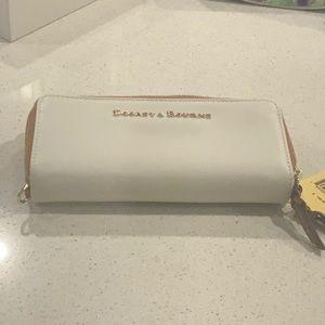BNWT White Dooney & Bourke Wallet Wristlet Tassels